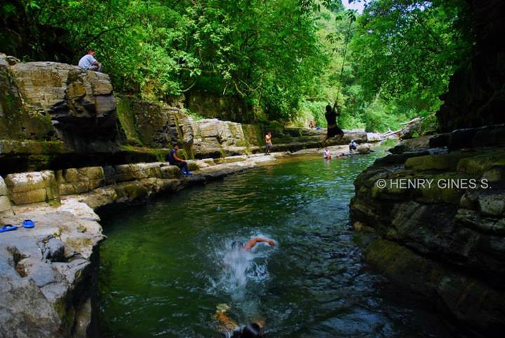 Satipo piscina natural de betania for Piscina la selva